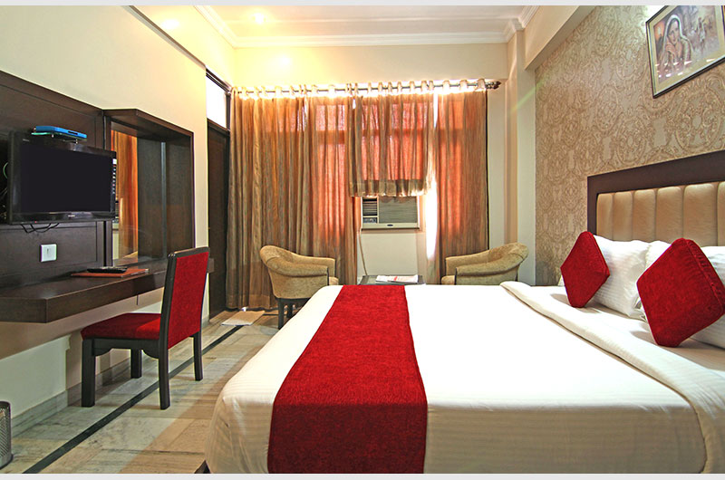 Deluxe Room at Le Grand Hotel Haridwar